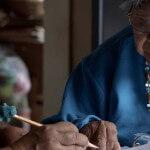 Índia de 80 anos cria dicionário com o dialeto da sua tribo