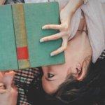 Dating: estudos apontam que quem lê tem mais sorte no amor